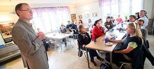 Lärande- och kulturchefen Bengt Friberg mötte oroliga och kritiska föräldrar i Norrbo.