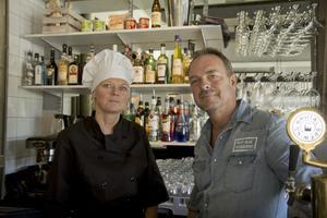 Rose-Marie Englund Cederblad och Thomas Cederblad i nuvarande lokaler på Nynäsvägen. Foto: Birk Sollenius
