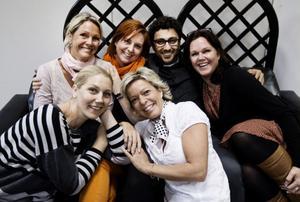 Sofie Knapp och Gunilla Öberg har Malin Westermark, Ulrika Beijer, Radjo Askander och Cia Olsson bakom sig i kommande julshow.