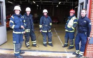 Brandmästare Johan Wahrén, till höger, berömmer