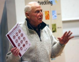 Bengt Sundström, ordförande i Naturskyddsföreningen, presenterade det kommande miljöprojektet Klimattänket. Ett 30-tal intresserade familjer får chansen att testa sitt miljötänk. Klimattänket är ett samarbete mellan Faxeholmen, Hyresgästföreningen och Studiefrämjandet.