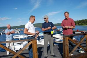 Invigning. Farled Dalarna och sponsorer har bidragit med 100 000 kronor till en ny gästbrygga vid Insjöns båtklubb. Under lördagen invigdes bryggan av Ulf Bergkvist, Per Nordesjö och båtklubbens ordförande Per Källgård.