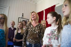 Susanne Bertlin med några av sina elever.