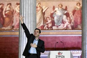 Hyllas från högerkanten. Valsegern för Greklands nye premiärminister Alexis Tsipras hyllas av Europas yttersta höger. Det borde vara en väckarklocka för exempelvis Jonas Sjöstedt. Arkivfoto: Petros Giannakouris/TT-AP