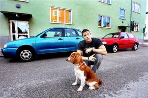 skeptisk. Benjamin Wasniowski med hunden Indra tror att färre tar bilen in till centrum om fler parkeringar blir avgiftsbelagda. Han är dock skeptisk till boendeparkering eftersom det kostar 350 kronor i månaden och ändå inte garanterar att man får parkering.