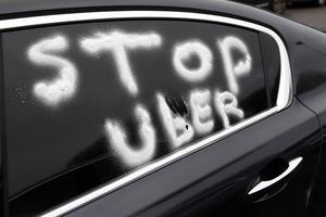 Tjänster som Uber överlåter åt privatpersoner att bli taxichaufförer.