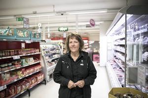 Marie Andersson som driver Tempo i Rönndalen beklagar att lanthandeln försvinner, men förstår beslutet.