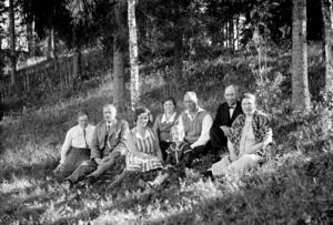 Lars-Börje Olofssons mor och far med flera.