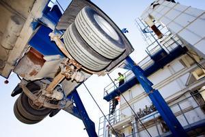 Asfaltsverket står uppställt i Renskalla och är helt mobilt. Efter avklarat arbete i augusti kan det fällas ihop och fraktas bort på långtradare.