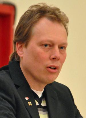 Säters kommunalråd Abbe Ronsten (S) undrar hur SJ kommer att lösa problemet för tågresenärerna. I oktober kommer han att lyfta frågan i Dalabanans intressenter.