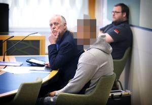 Häkningsförhandling angående drunkningsmordet i Arboga. Den misstänkte 25-åringen blev häktad på sannolika skäl misstänkt för mordet.