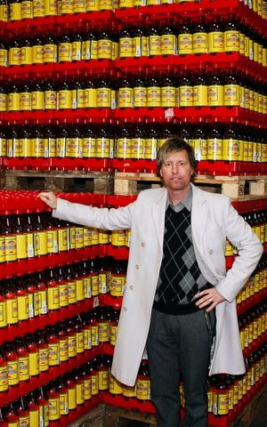 Niclas Nilsson Vd för Vasa Bryggeri kan konstatera att det går bra och just nu är det högtryck på att tillverka julmust.