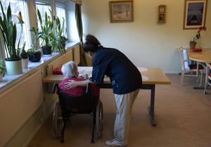 Det kan vara svårt att hitta vikarier till äldreboenden och hemtjänsten, särskilt om jobbet ligger en bit från stan.