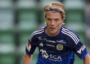 Erik Granat förlänger sitt kontrakt till 2018.