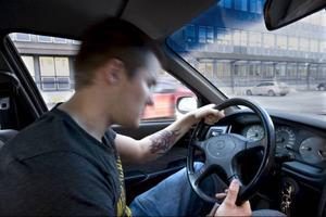 Trötta bilförare orsakar mer än en tredjedel av alla olyckor i Sverige. Ändå räknas det inte som ett brott att råka somna bakom ratten. Foto: Anders Wiklund/Scanpix