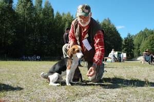 Sven-Axel Sundell, Orrviken, Jämtland med beaglen Flax.
