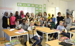 Klass sex vid Bredsands skola åker till Bokmässan i Göteborg. De ska berätta om den kriminalhistoria som de själva skrivit.