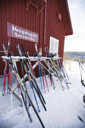 Bergstugan är en populär besöksattraktion för fikasugna skidåkare under vintern. Här finns både kaffestuga och restaurang.