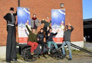Ann och Thomas Jerbo, Teater Sojas Sofia Andersson och Jan Boholm med sin producent Malin Berglund, samt nycirkusartisterna Rebecca Seward och Joel Degerfeldt - nu förenar de teater och cirkus i julens familjeföreställning.