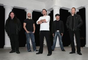 Conny Payne, Jon Skäre, H.B. Anderson, Jonas Lidström, Mathias Holm är medlemmarna i Hudiksvallsgruppen Mindsplit.Foto: Mikael Svedman