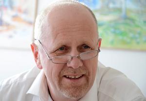 Lars-Göran Zetterlund (C) tror inte på idén att ta bort bildnings- och omsorgsnämnderna.