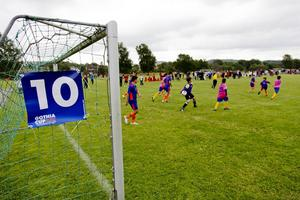 Gothia cup kickade igång på måndagen, med 1650 lag från 73 nationer på 100 planer. Här en i Kviberg.