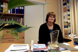 Inger Adolfsson, ny socialchef i Askersunds kommun, tycker att det är viktigt att socialchefen har bra kontakt med de anställda inom förvaltningen och brukarna.