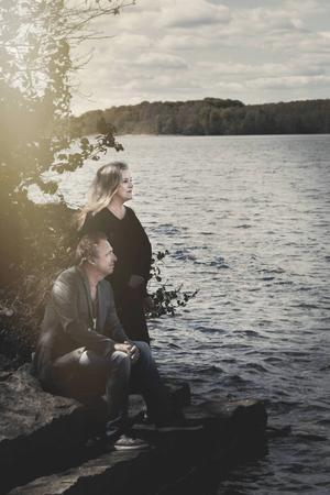 Py Bäckman och Janne Bark reser runt intensivt och spelar i Gästrikland och Hälsingland under två veckor.