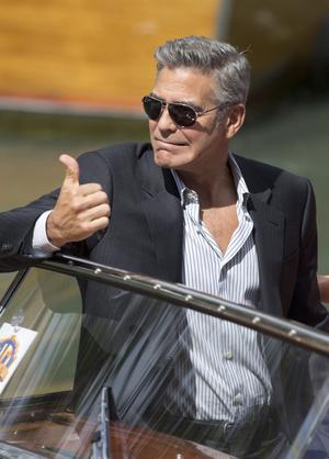 En riktig filmstjärna gör entré i Venedig. George Clooney på plats för att marknadsföra