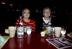 Karin Sköld och Birgitta Gustafsson lät sig väl smaka av såväl soppan som musiken. De har tidigare varit på sopplunchföreställningar under Skottestiden, nu var de tillbaka.