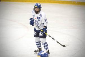 Sofia Engström vill inte behöva välja mellan Leksand och jobb, men ibland tvingas hon till det.
