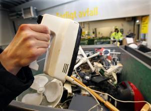 13 procent fler små och medelstora hushållsmaskiner lämnades in till återvinningen förra året.