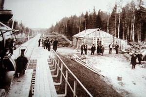 Många nya samhällen växte fram där järnvägen drogs genom Sverige. Bild ur Jan Lindqvists film