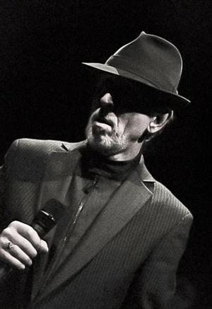 Den svenska Leonard Cohen, Jan Erik Lundqvist, uppträder i Järvsö kyrka under annandag påsk.FOTO: Eva Eklund