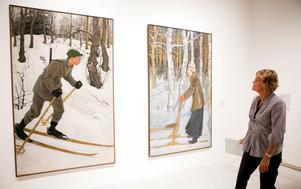 Konst av Elsa Celsing visas när nya Konstmuseet öppnar, här två verk från 1904 och 1906 som betraktas av utsällningsintendenten Eva Borgegård.