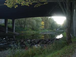 Solen går ned under Skarpskyttebron.