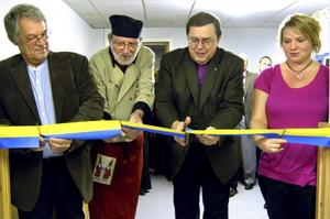 Ett gemensamt klipp. För tillbyggnaden i församlingshemmet. Calle Geschwind, Arne Rubin, Thomas Söderberg och Jessica Jakobsson.