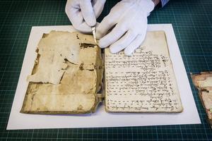 Ny forskning har daterat pergamentsbladet i kalvskinn till mellan år 1070 och 1090.