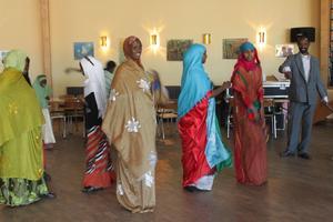 Somalisk dans i traditionella dräkter.
