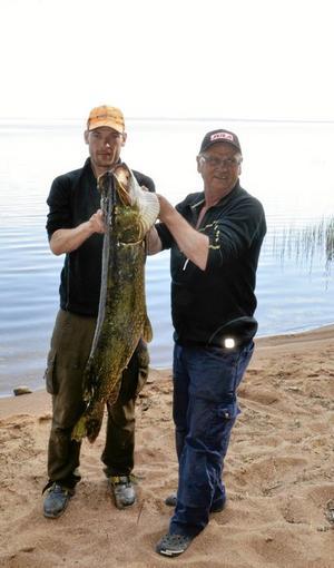 Olov Björlin och Roland Karlsson fiskade upp största gäddan.