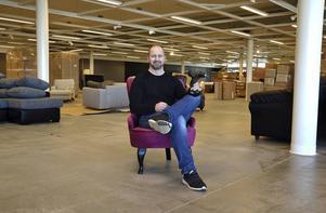 Butikschefen Stefan Pilegård var i går inne på sin tredje arbetsdag, men han har tidigare erfarenhet från möbelbranschen.
