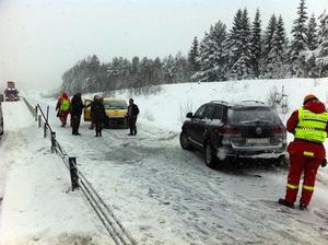 Det är extrem halka på E4 söder om Sundsvall.
