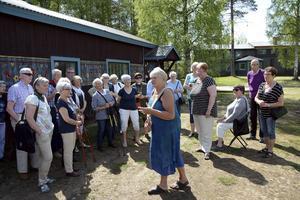 De flesta här på Skogsnäs lever som entreprenörer, driver firmor eller arbetar som hantverkare av olika slag,berättade Sarah Mårskog.   Foto Uno Gradin
