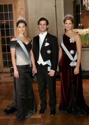 2007. En svartvit aftonklänning av det mer säregna slaget bar Victoria under Nobeldagen 2007. Den både hissades och dissades av modepressen.