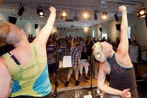 Angelica Sjöholm (till höger) var väldigt nöjd med lördagens dans.