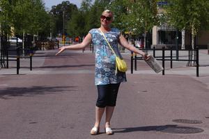 Familjefest. Projektledare Lena Glad planerar det sista inför sommaren med Tisdagskul i Rättvik.