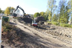 I fyra veckor har arbetena pågått med att gräva upp de gamla husgrunderna vid dåvarande Grågåsvägen 7-11 i Ludvika,.