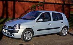 Foto: OLLE HILDINGSON Fräckare. Renault Clio har fått ett delvis nytt utseende, gäller i första hand fronten, efter bara tre år. Invändigt är skillnaderna större.