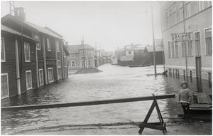 Stadshusgränd ner mot ån från Slaggatan.