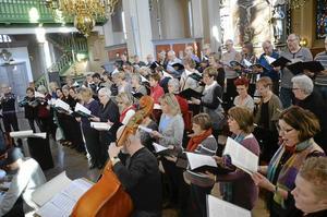 Många sångare. Runt 55-60 sångare från hela stiftet är på plats i Nora under jubilatedagarna med avslutning i dag söndag.